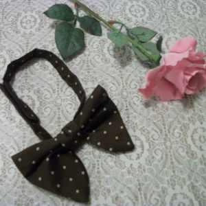 VINTAGE 1980S VELCRO BROWN W DOTS BOW TIE